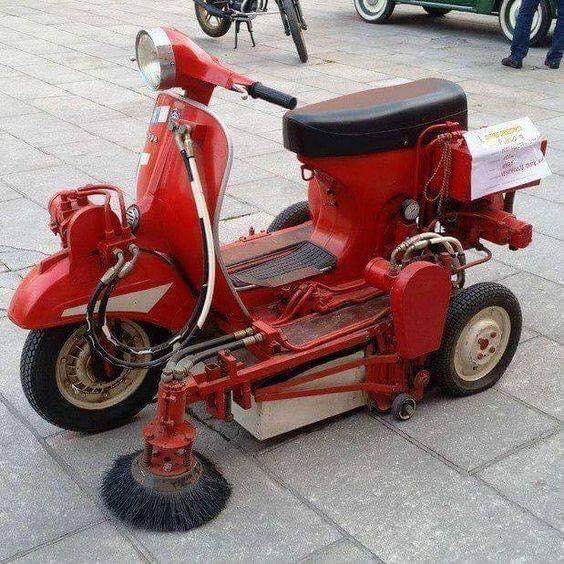 Un motostandard de la ville 16864610