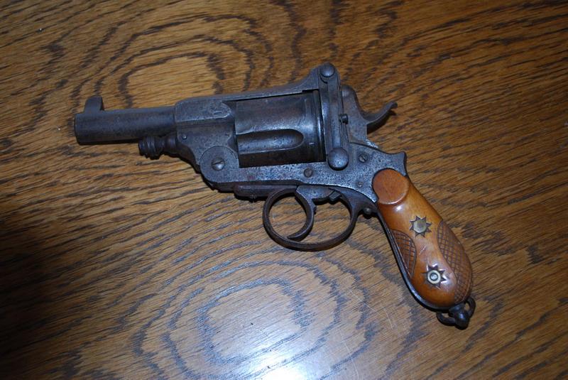 Avez une idée sur cette arme Dsc_0041