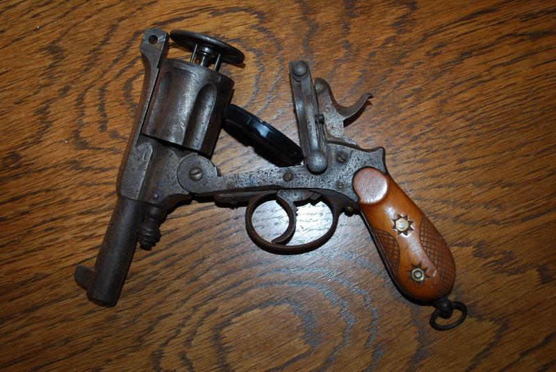 Avez une idée sur cette arme Dsc_0042