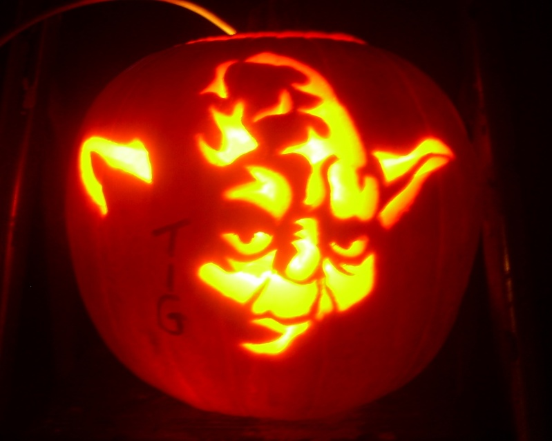 "1st Annual "" TIG STAR WARS PUMPKIN CARVING CONTEST ""  - **WINNING ENTRIES** - Page 2 Dscn6511"