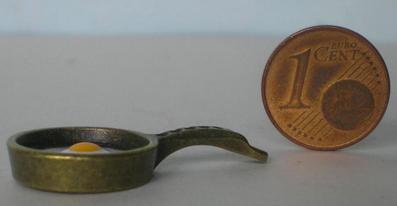 Möbel, Geschirr und ähnliche Kleinteile zur Figurengröße 7 cm 70_mm_11
