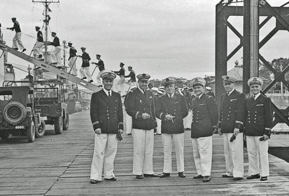 [Les traditions dans la Marine] Tenue dans la Marine- Tome 02 - Page 4 Vulcai10