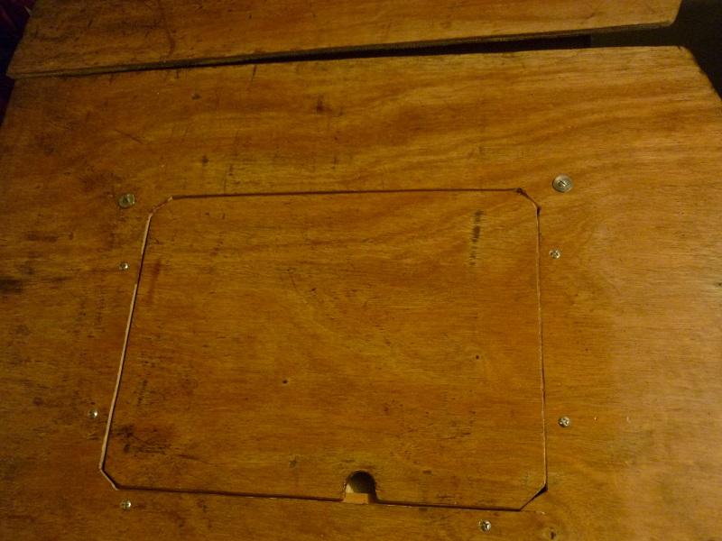 Ouvertures  dans  supports  de  couchettes P1030410