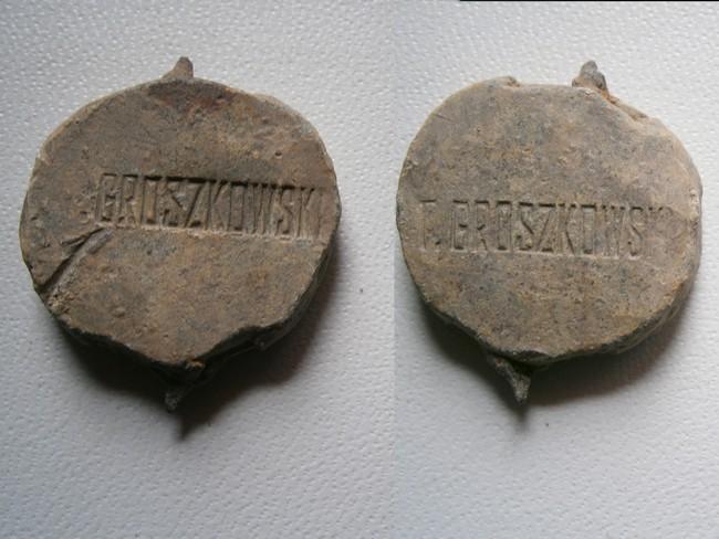 "Plomb de scelle ""T. Groszkowski"". 02216"