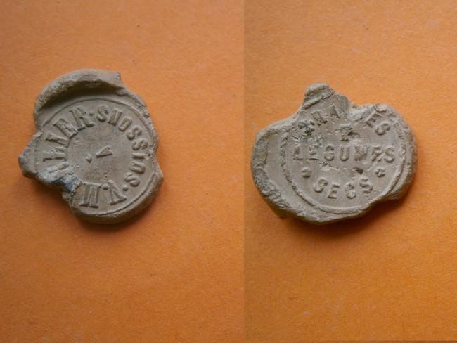 """063 - Plomb de scelle """"V. MARLIER a Soissons"""". P9080012"""