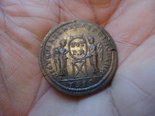 Constantin I - PIETAS AVGG Arles Const132