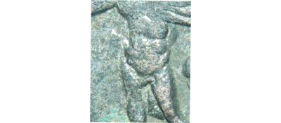 Un follis inédit de Constantin Ier, revers avec Victoire et empereur Dytail11