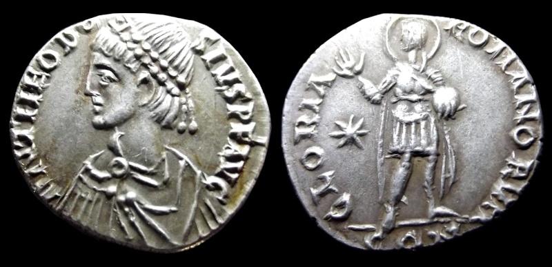 Comparaison de coins du Miliarense de Théodose II   - Page 2 Thaodo10