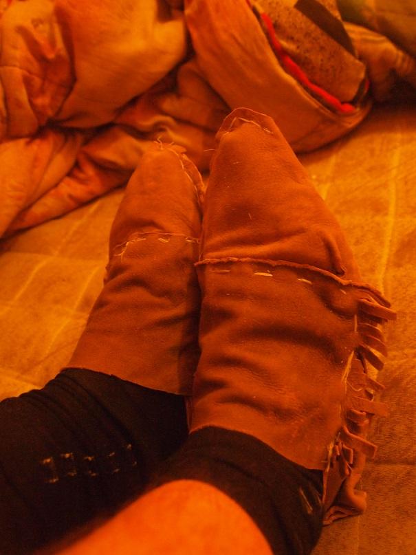 [tannage - travail du cuir] faire des bottes avec une peau de chevreuil P1010112