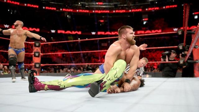[Forme] Blessure d'un lutteur tag team de la WWE, absent jusqu'à l'été 081_ra11