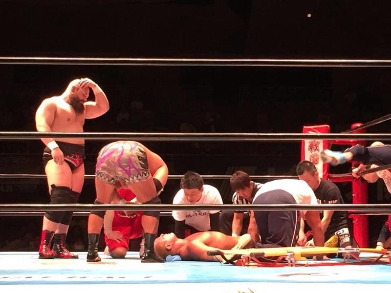 [Forme] Un lutteur de la NJPW sérieusement blessé en match 16939610
