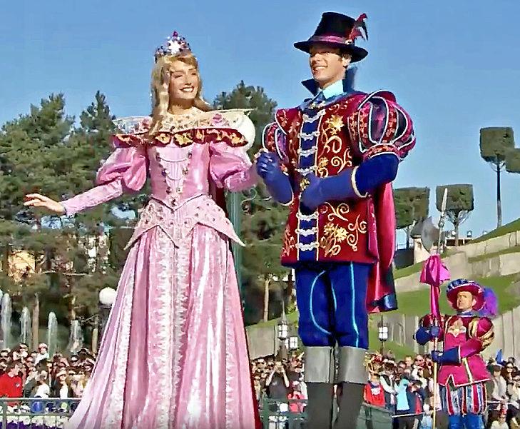 Nouvelles robes pour les princesses? - Page 18 710