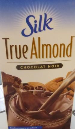 Glace (Gelato) lait d'amande au chocolat noir Lait_d10