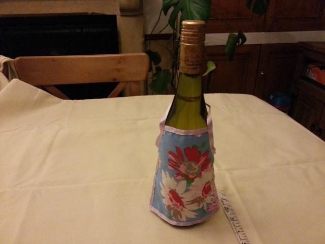 99.  Novelty Wine Aprons Auctio10