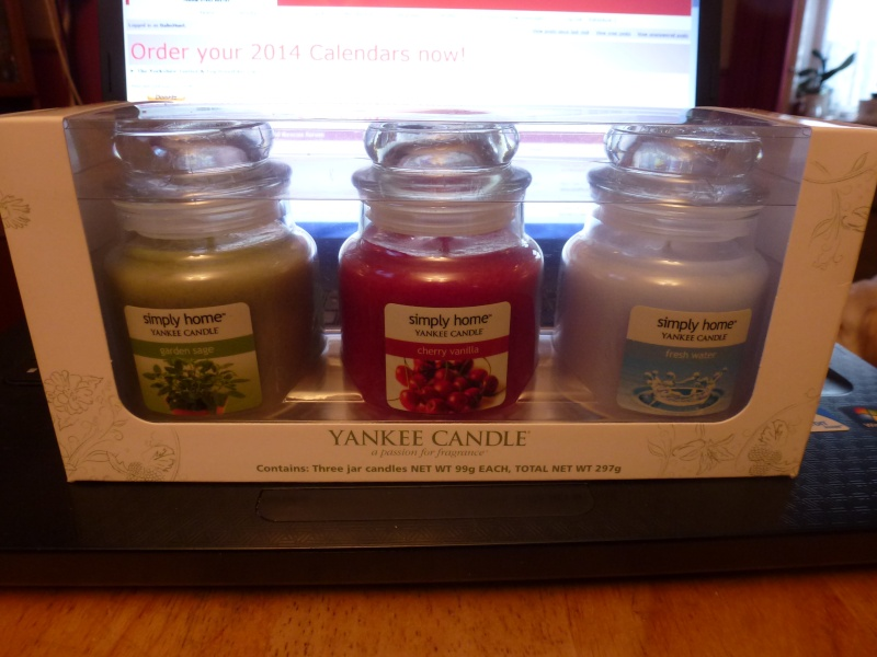 43.  Yankee Candle set of 3 Jars P1070613