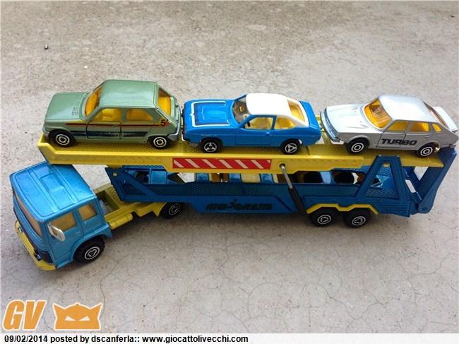 Bisarca Majorette 3092 con specchietti retrovisori grigi e le tre automobiline originali incluse Img_2028