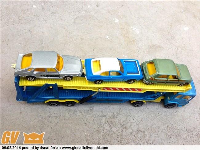 Bisarca Majorette 3092 con specchietti retrovisori grigi e le tre automobiline originali incluse Img_2031