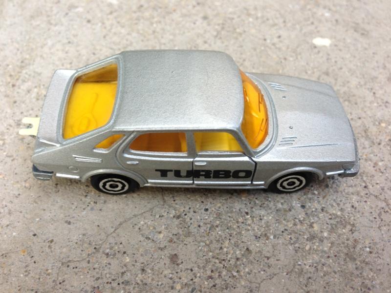 Bisarca Majorette 3092 con specchietti retrovisori grigi e le tre automobiline originali incluse Img_2033