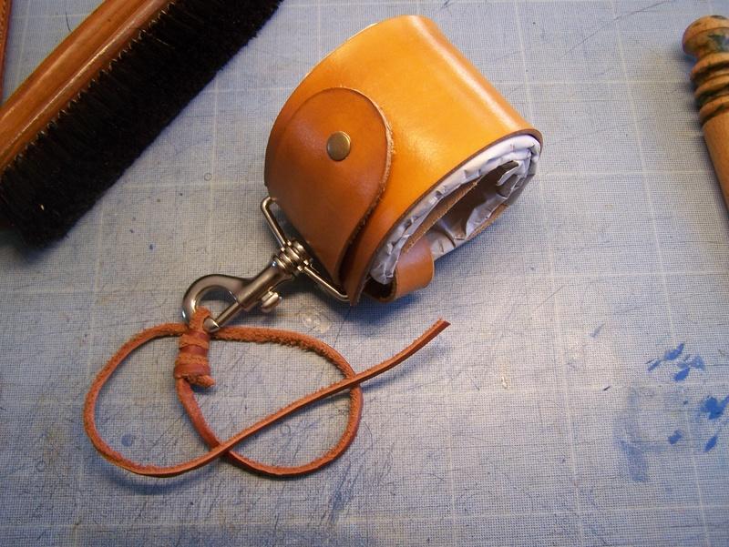 Accessoires en cuir pour le rasage - Page 15 100_4818