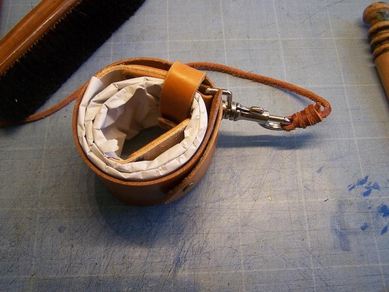Accessoires en cuir pour le rasage - Page 15 100_4819