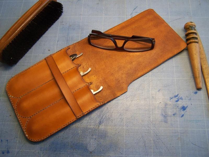Accessoires en cuir pour le rasage - Page 15 100_4820