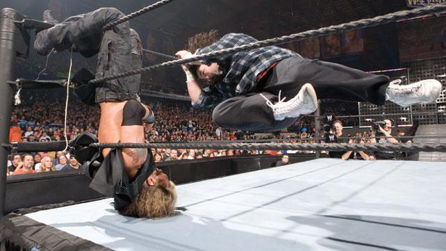 [Divers] Les 10 plus grands showstealers de Wrestlemania  Foley_11