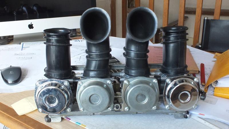 fuite d'essence sortie des tubes chromé Pourquoi? Dscf1110
