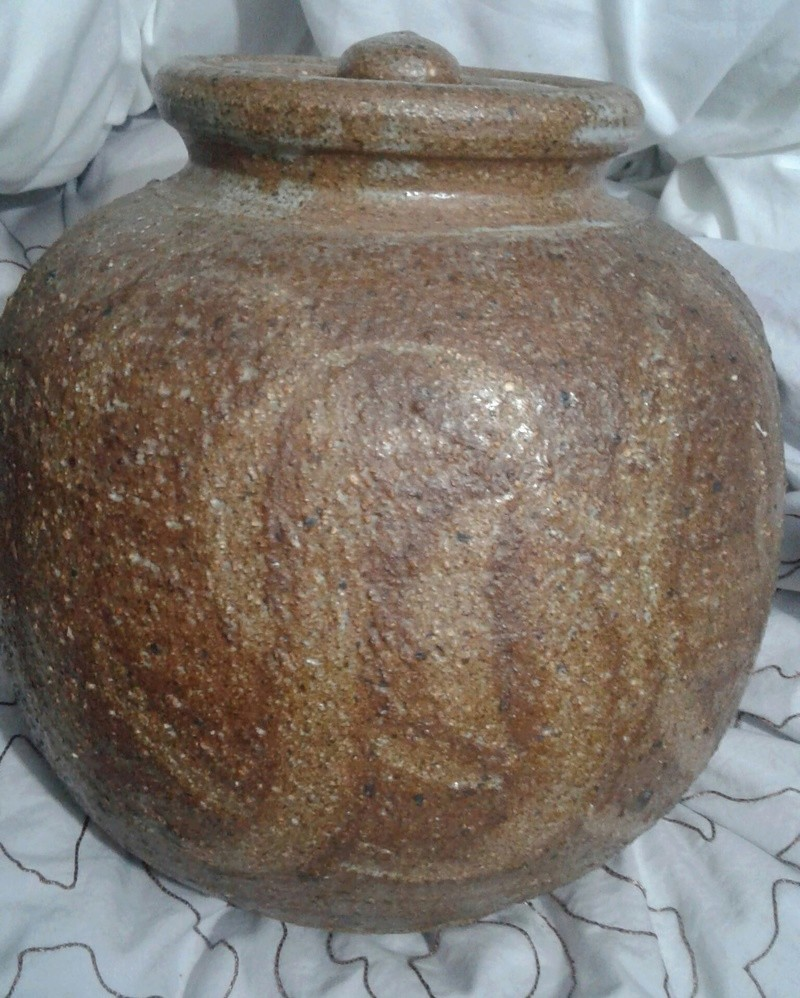 Large and heavily textured jar 20170519