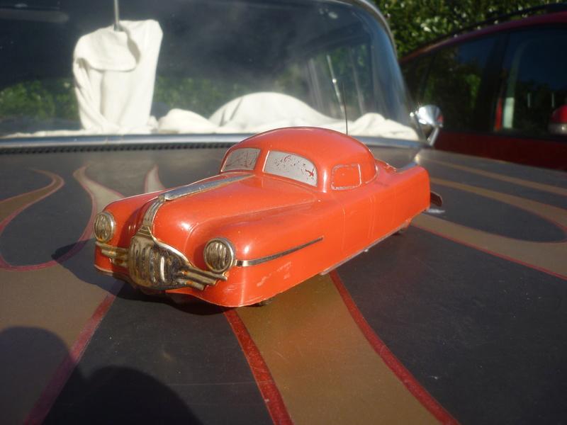 BELCO LUX KEY WIND FUTURISTIC PUSH BUTTON PLASTIC CAR P1150819
