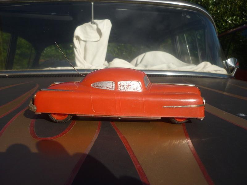 BELCO LUX KEY WIND FUTURISTIC PUSH BUTTON PLASTIC CAR P1150820