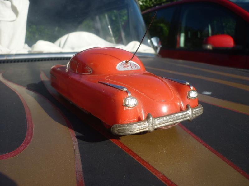 BELCO LUX KEY WIND FUTURISTIC PUSH BUTTON PLASTIC CAR P1150821
