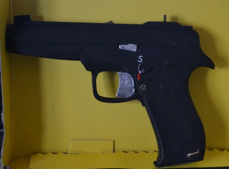 pistolmodélisme...c'est nouveau! Dsc_5710