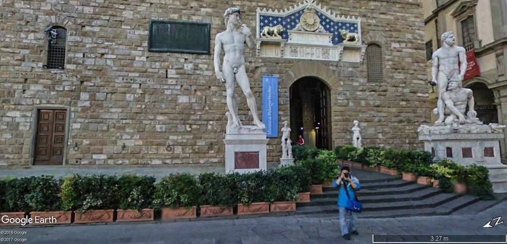 L'esplanade Michel-Ange (Piazzale Michelangelo) à Florence en Italie.  David_11