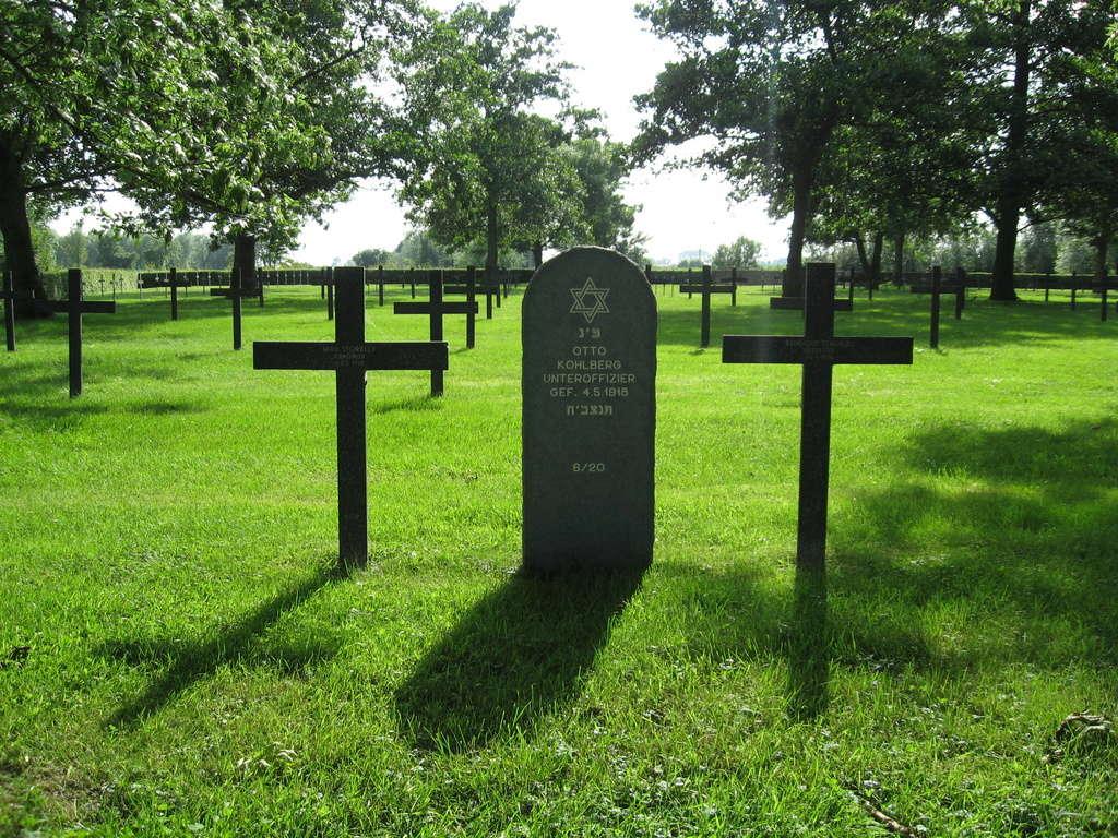 A la découverte des mémoriaux et cimetières militaires - Page 5 Img_1912