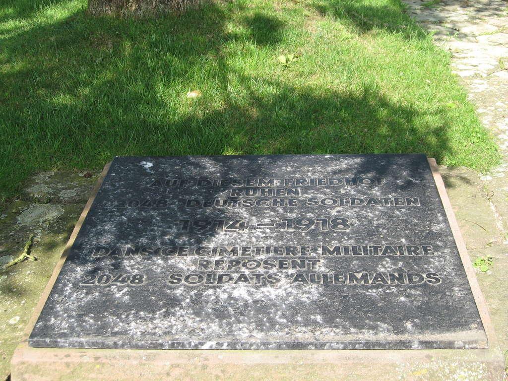 A la découverte des mémoriaux et cimetières militaires - Page 5 Img_1913