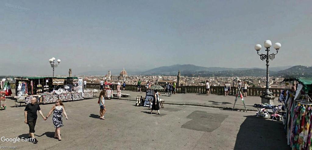 L'esplanade Michel-Ange (Piazzale Michelangelo) à Florence en Italie.  Le_mon10