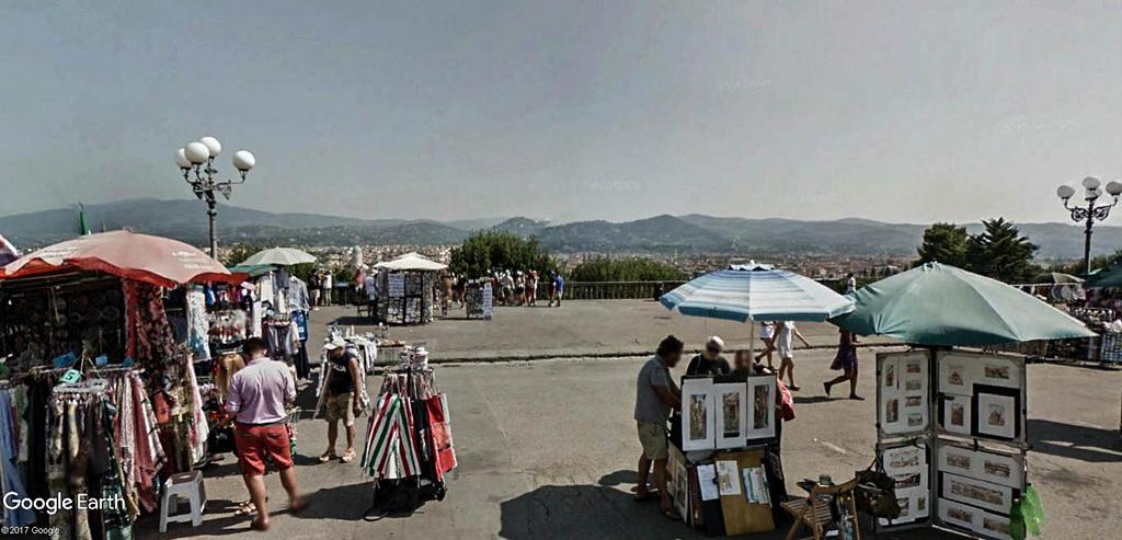 L'esplanade Michel-Ange (Piazzale Michelangelo) à Florence en Italie.  Le_mon11