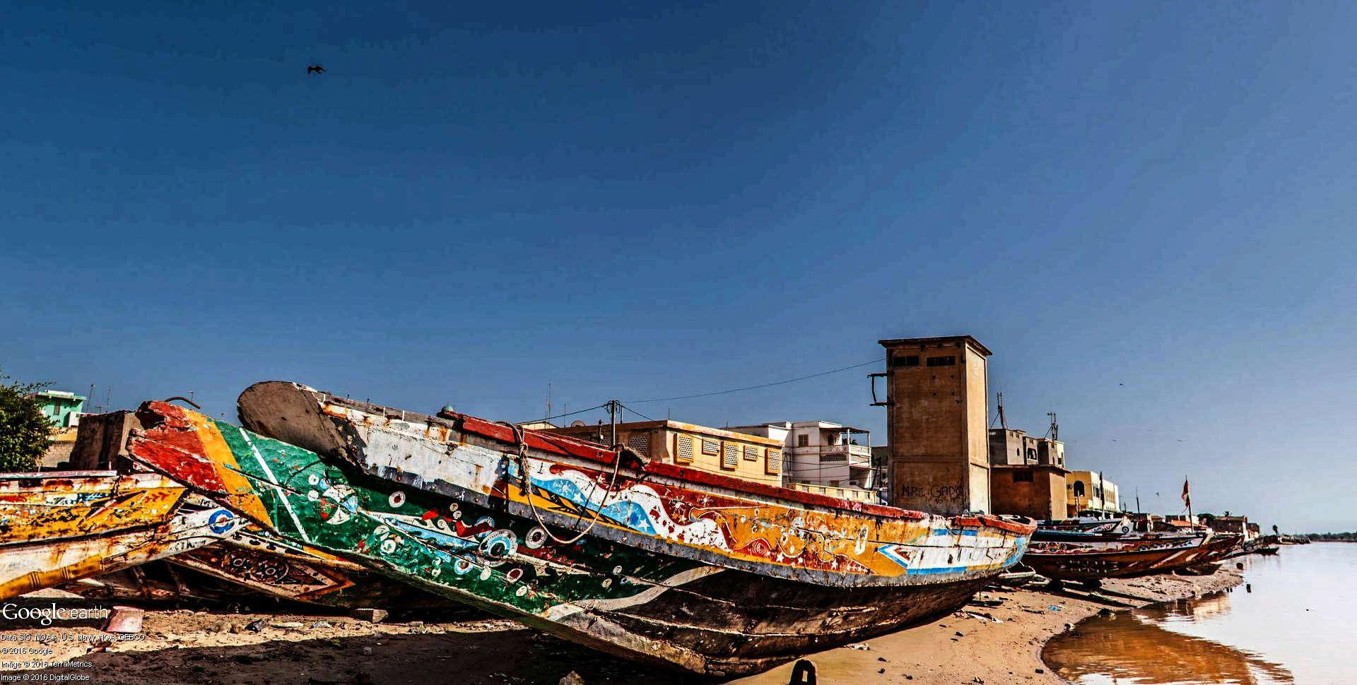 Pirogues traditionnelles de Guet-Ndar à Saint-Louis au Senegal. Pirogu16