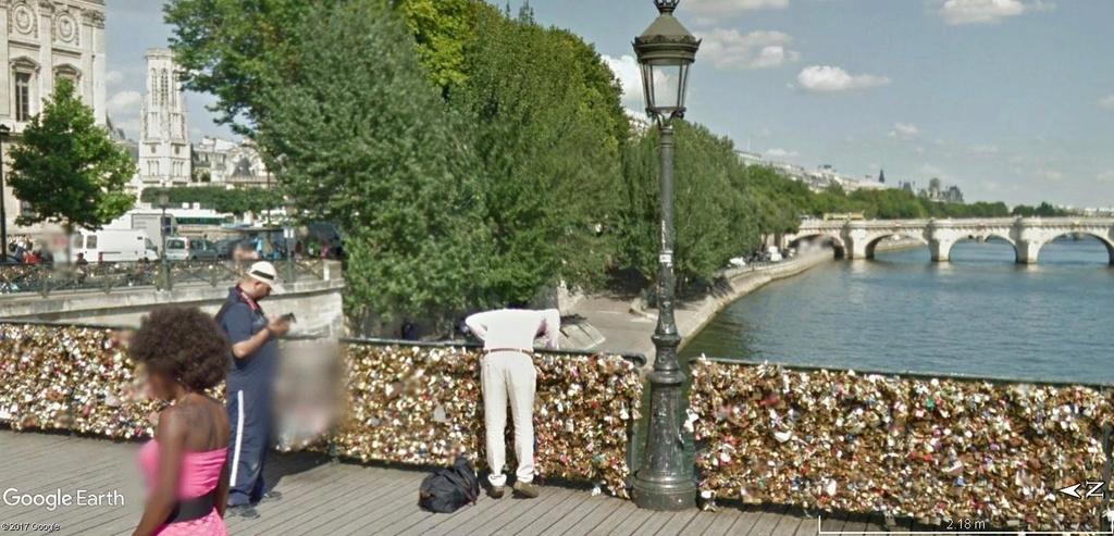 Street View : Sous les ponts de Paris. Quai_d11