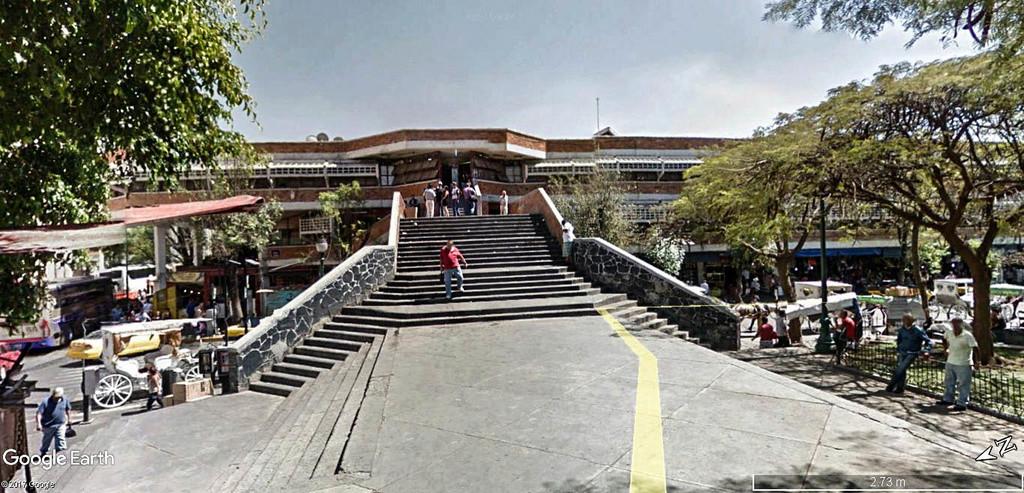 STREET VIEW : halles et marchés couverts - Page 3 San_ju14