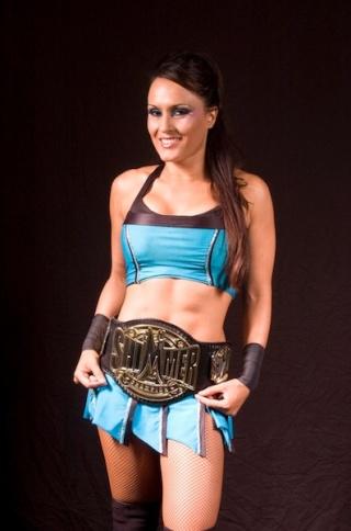 [Divers] Et la gagnante du PWI Female 50 2013 se nomme... Cheerl10