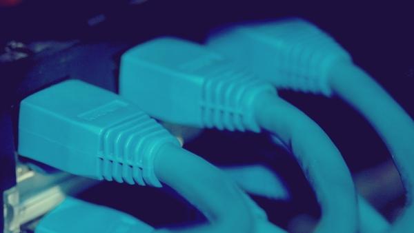 Marco Civil: neutralidade da rede está em risco após acordo do governo com teles(O Fim da Internet livre no Brasil) Cabo-e10