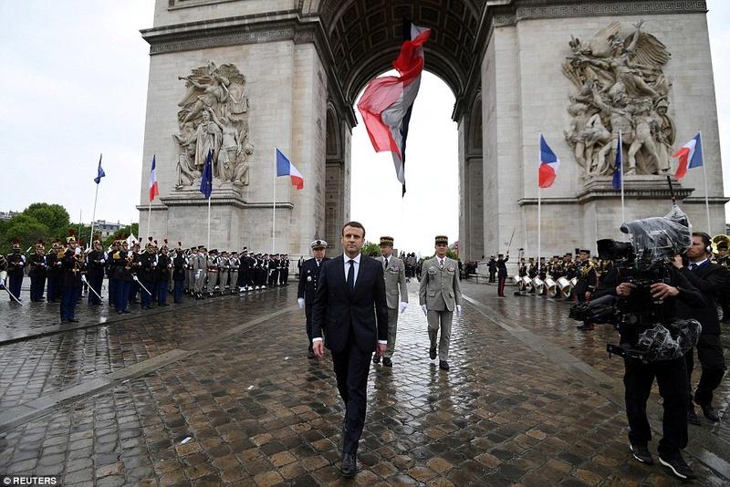EMMANUEL MACRON PRESIDENT DE LA REPUBLIQUE FRANCAISE 404fc410