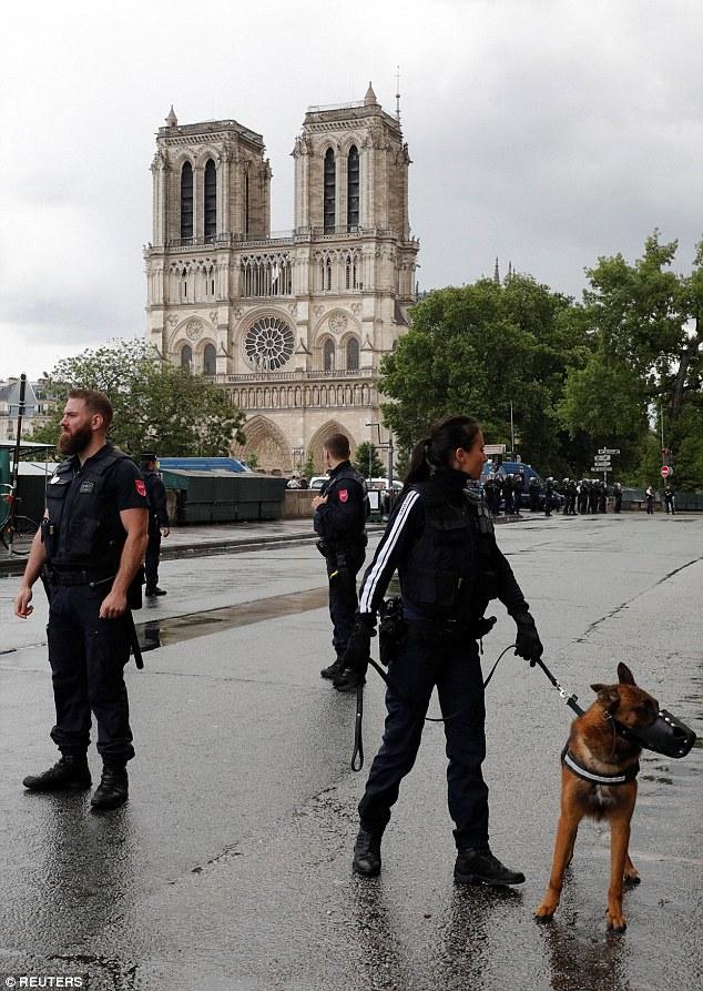 ATTENTAT  NOTRE DAME DE PARIS 6.06.2017 412abd10