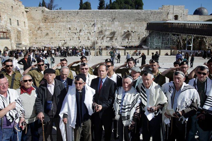 Holocaust Survivors Finally Get Bar Mitzvahed - 70 Years Later 60413910