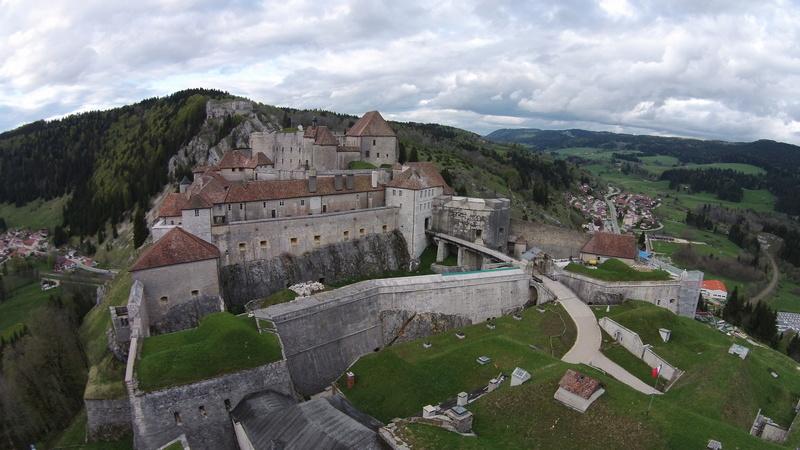 La collection d'armes anciennes du château de Joux Joux10