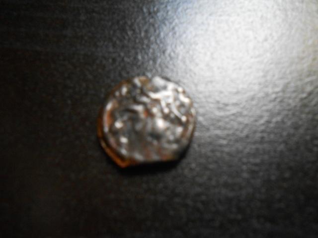 mes monnaie gauloise et une fusaiole + 2 romaine et un bonus Dscn0325