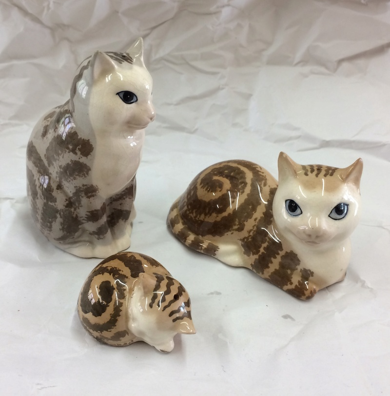 Set of 3 salt & pepper cats - Szeiler Pottery, England   Img_1110