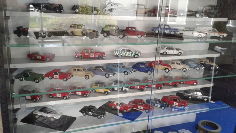 Display cabinets and model rooms, ideas please - Page 2 20170432