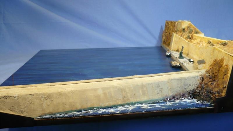 [1/400] diorama cuirassé Dunkerque à Mers El-Kébir 1940. - Page 7 P1230630